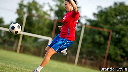 She Kicks: How To Yourself Football Fit