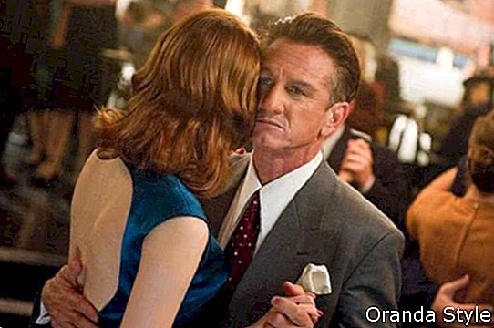Emma-Stone-and-Seand-Penn-dancing-in-the-movie-Gangster-Squad