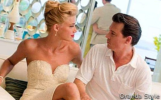 Johnny-Depp-and-Amber-Heard-in-the-movie-The-Rum-Diary